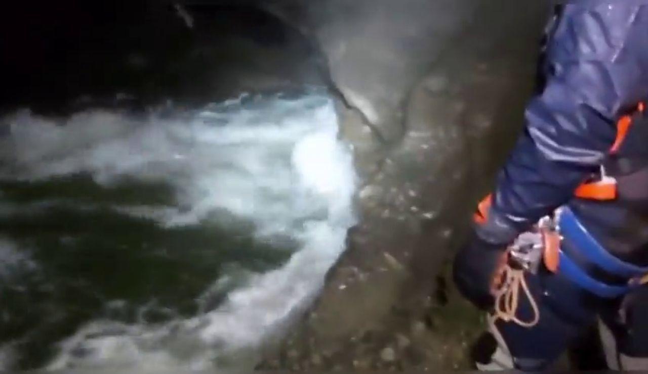 Las imágenes del complicado rescate en interior de la cueva de Cantabria en la que se busca a 4 espeleólogos