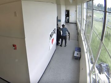 Keanon Lowe, en el momento de desarmar al estudiante