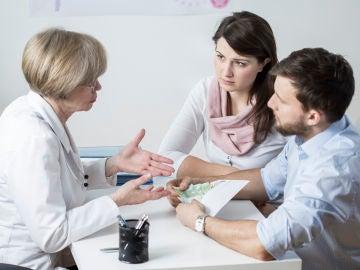 Pareja en consulta médica