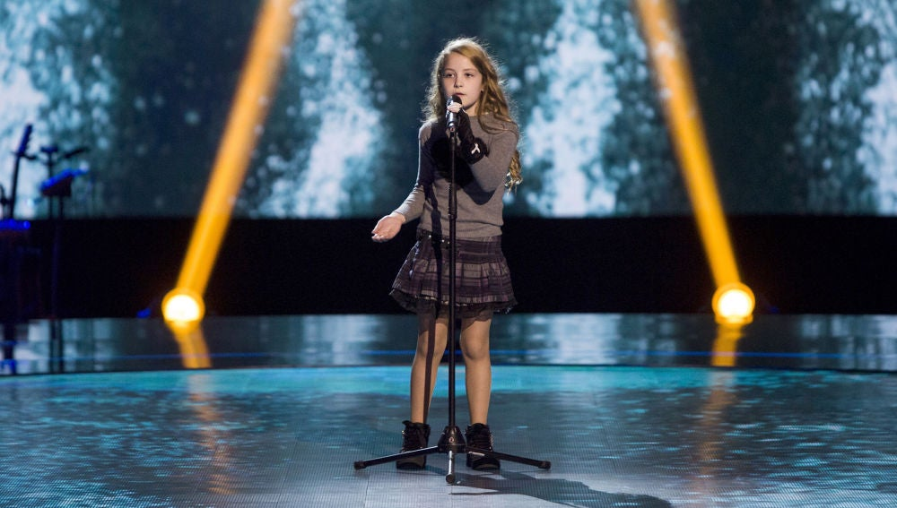 Actuación Molly Puigcercos 'Thank you for the music' en las Audiciones a ciegas de 'La Voz Kids'