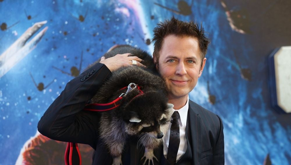 James Gunn con 'Rocket' en la premiere de 'Guardianes de la Galaxia'