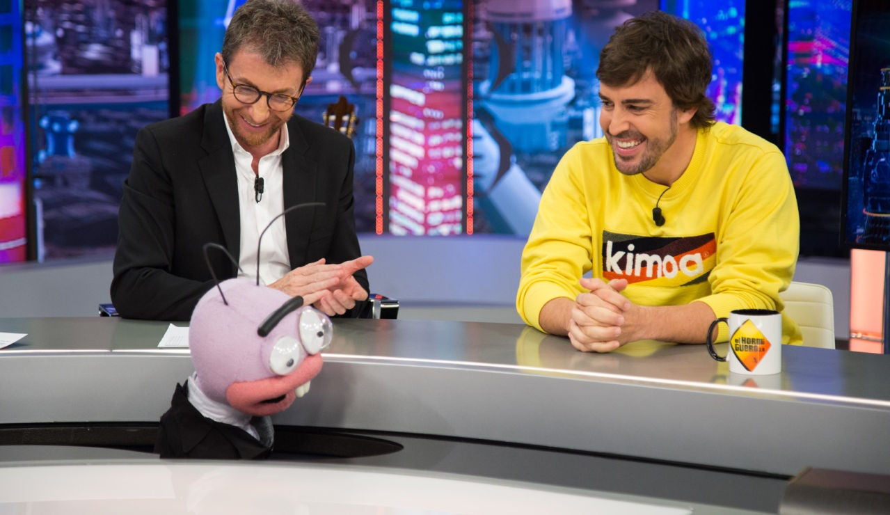 Fernando Alonso se enfrenta al test del piloto profesional: ¿Baja la música para aparcar?