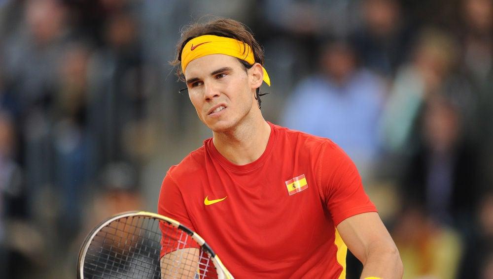 Nadal durante un partido de la Copa Davis con España