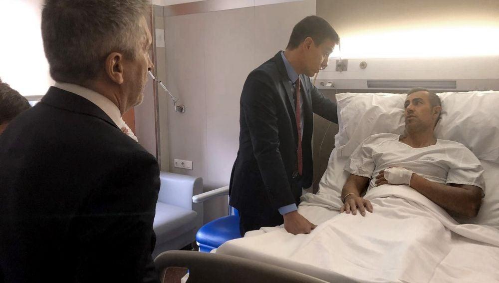 Sánchez visita a los policías heridos