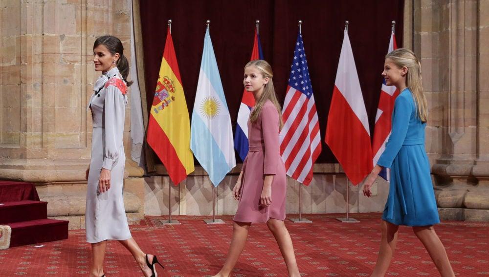 La reina Letizia con sus hijas, la princesa Leonor y la infanta Sofía