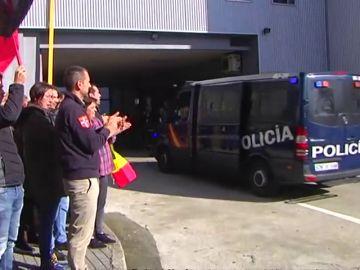 Así han recibido en A Coruña a los policías que vuelven de Barcelona