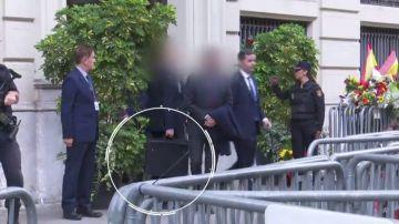 Subfusil y maletín antibalas en la visita de Pedro Sánchez a Cataluña