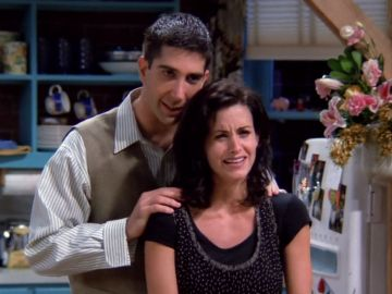 Courteney Cox y David Schwimmer, Monica y Ross Geller en 'Friends'