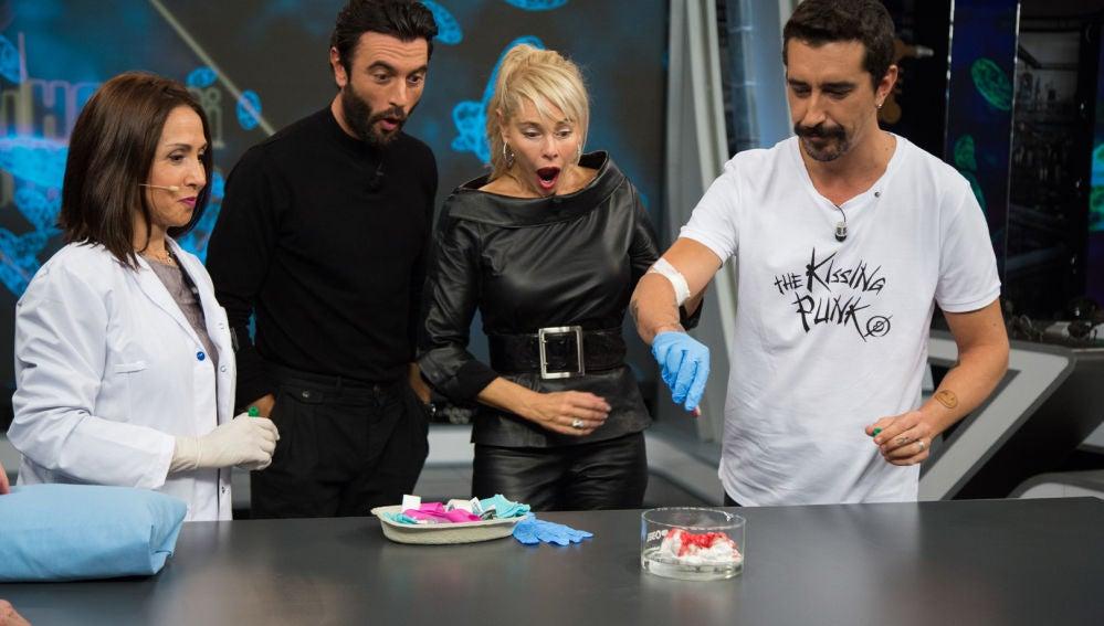 Marron sorprende a Javier Rey y Belén Rueda con un experimento con su propia sangre
