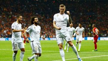Toni Kroos celebra su gol al Galatasaray