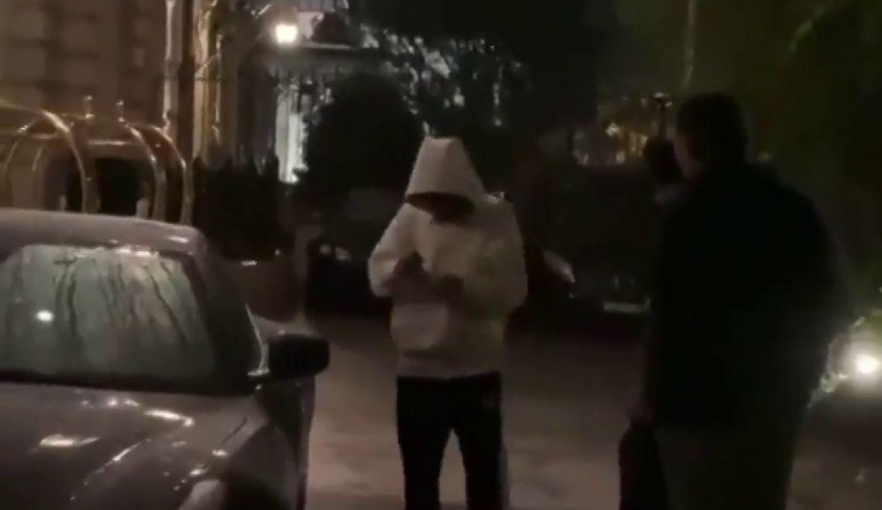 Neymar se queda tirado por su Ferrari en París