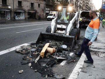 Contenedor quemado en Barcelona