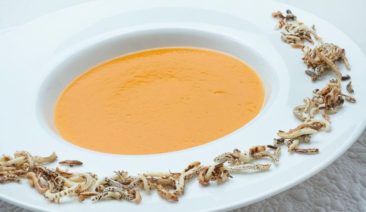 Cocina abierta con Karlos Arguiñano: Crema de calabaza y boniato y espaguetis de calabacín con gambas (Programa 1833)