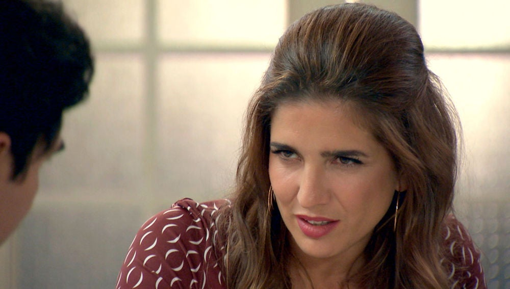 Irene trata de hacer ver a Armando que la necesita