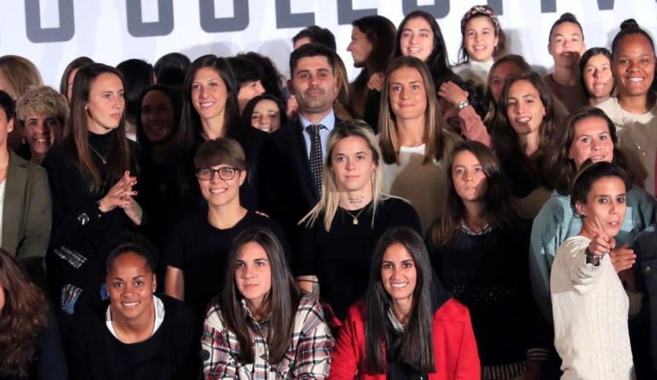 Las jugadoras de la Primera Iberdrola tras la reunión
