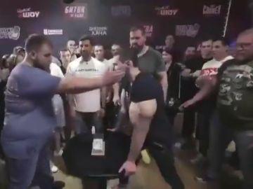 El campeón de las bofetadas también dejó K.O. al 'Popeye ruso'