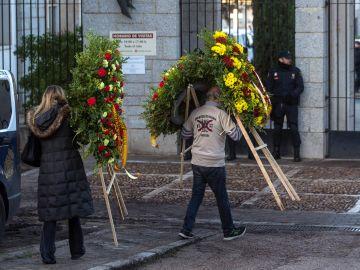 Coronas de flores para Franco