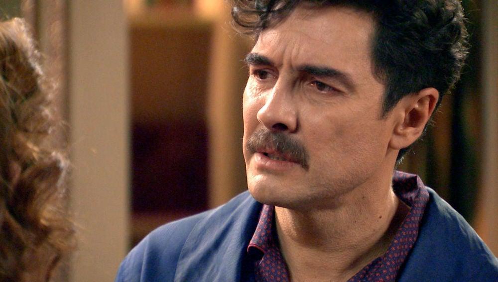 """Armando, a Julia: """"Mírame a los ojos y dime que no sientes nada por él"""""""