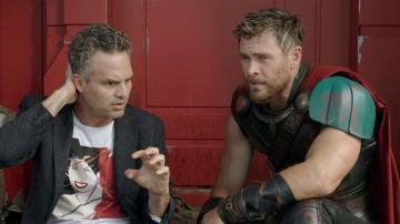 Chris Hermsworth (Thor) y Mark Ruffalo (Hulk) en 'Ragnarok'