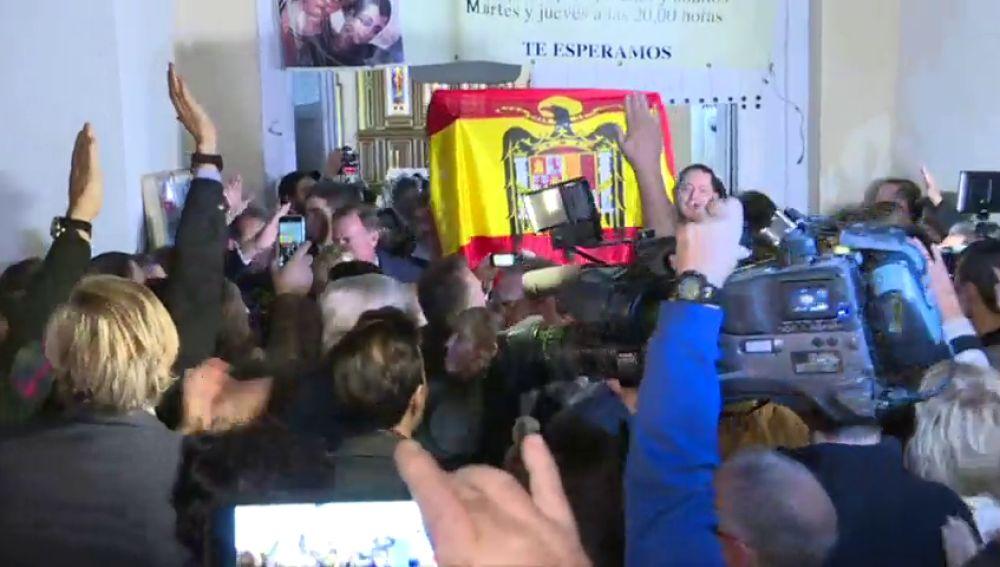 Misa por Franco en El Pardo con vivas al dictador