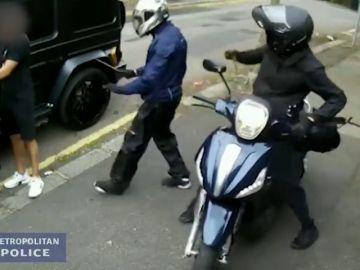 Filtran nuevas imágenes del intento de robo a Özil y Kolasinac en Londres