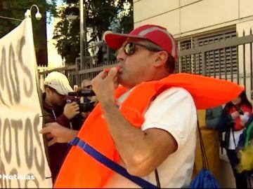 Los pescadores del Mar menor protestan ante la situación y falta de ayudas