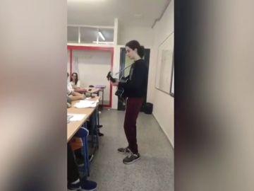 La divertida exposición de un alumno sobre el mester de juglaría: compone una canción que se hace viral