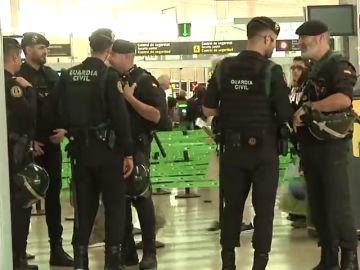 Quejas de policías y guardias civiles por las condiciones del despliegue en Cataluña