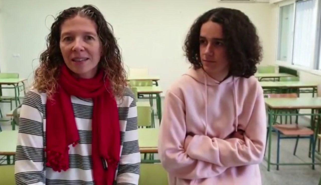 """La profesora inspiradora y el alumno """"juglar"""" que han revolucionado internet"""
