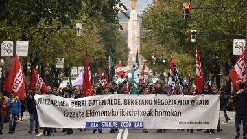 Trabajadores de la enseñanza concertada en huelga se manifiestan en Bilbao