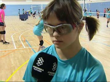 Laia, la niña con síndrome de Down, cumplirá su sueño en la Copa de Voleibol