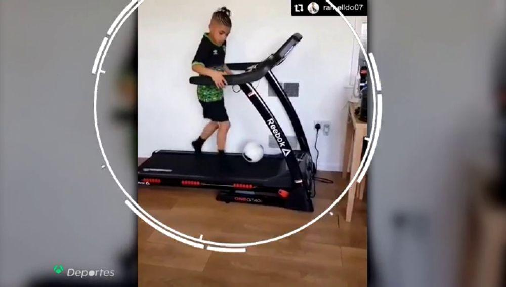 Ramelldo, el niño que hace maravillas con el balón y ya se ha hecho viral