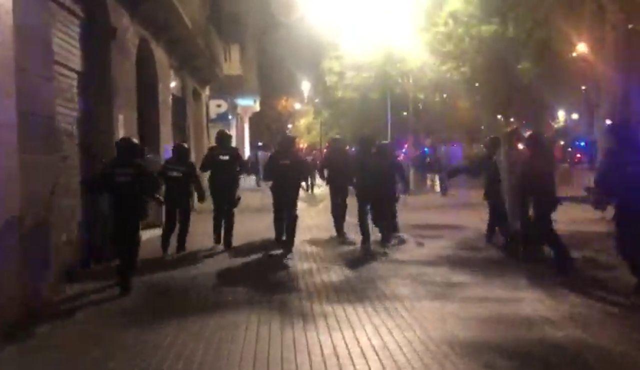 Cargan contra los manifestantes convocados por los independentistas en Barcelona