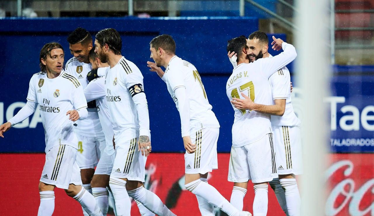 Los jugadores del Real Madrid celebran un gol en Ipurúa