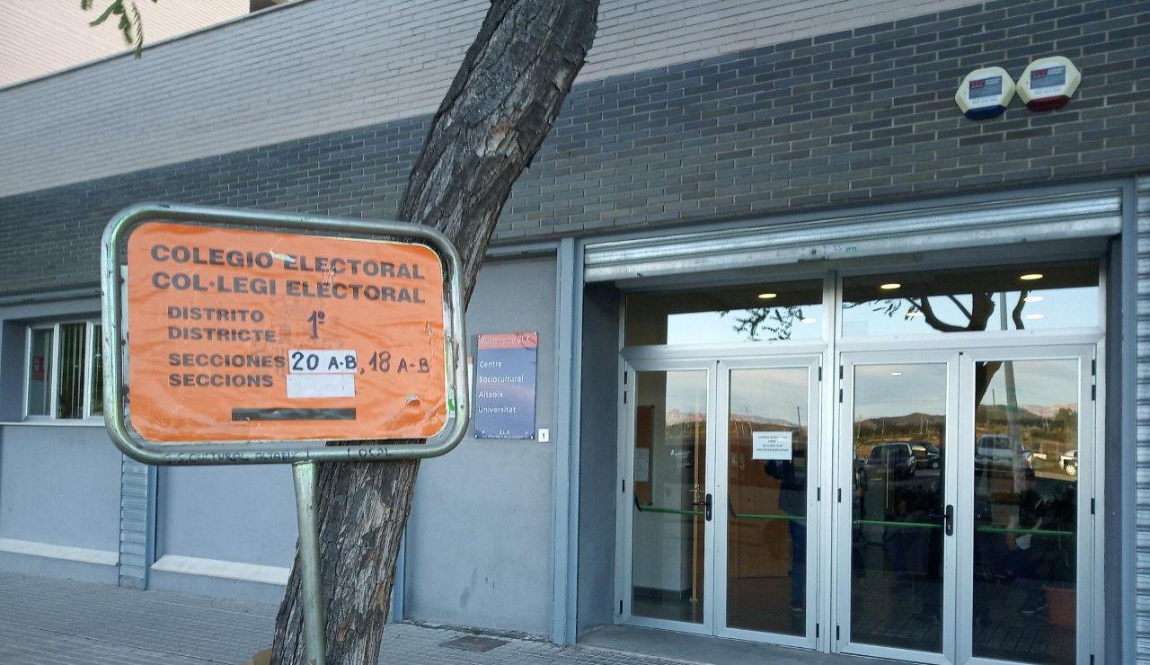 Colegio electoral en Elche en las elecciones generales.