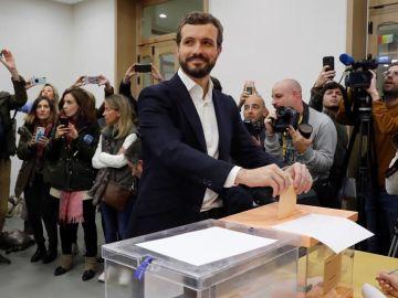 El líder del PP, Pablo Casado, vota en Madrid