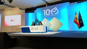 Isabel Goicoechea y Miguel Ángel Oliver en el Centro Nacional de Datos