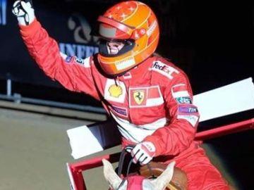 La hija de Schumacher durante un homenaje a su padre