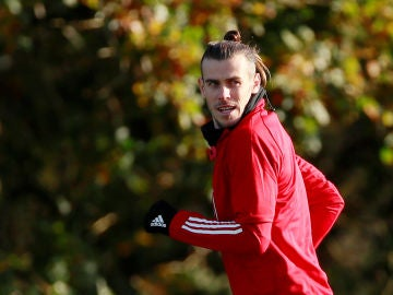 Gareth Bale, entrenando con Gales