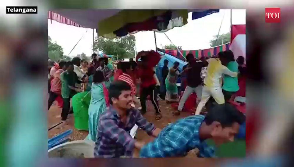 Una boda acaba a 'sillazos' en la India por la música