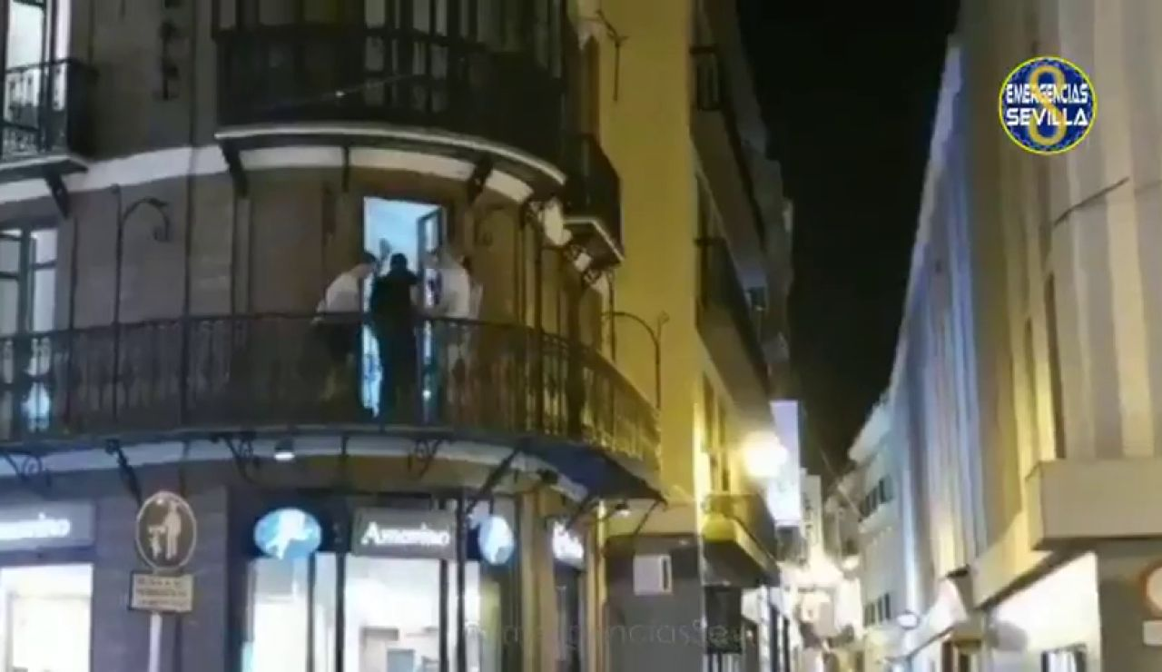 Vecinos de Sevilla denuncian el comportamiento inapropiado en una piso turístico