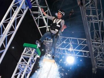 Pilar Rubio 'vuela' en 'El Hormiguero 3.0' superando un gran trampa mortal a cinco metros de altura