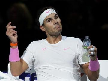 Rafa Nadal gesticula en su partido ante Zverev