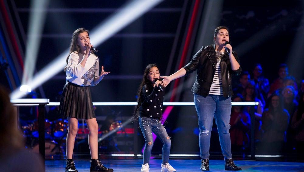 Manuela Gómez, Esperanza Bonelo y Patricia García cantan 'Mientes' en las Batallas de 'La Voz Kids'