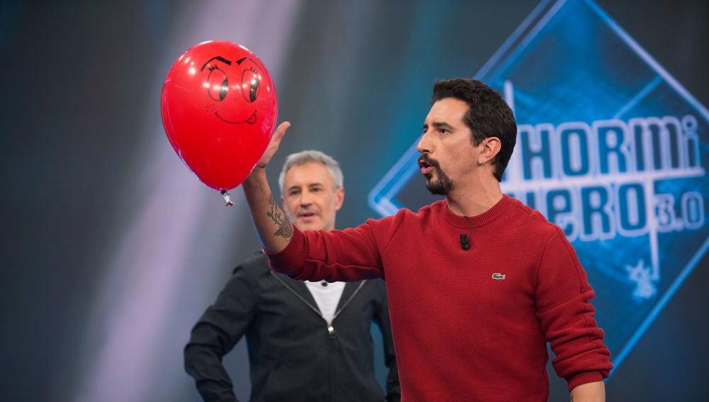 Marron hace magia con un globo y el control electrostático en 'El Hormiguero 3.0'