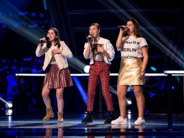Claudia Saura, Marta Pérez y Ruslana Panchyshyna cantan 'A natural woman' en las Batallas de 'La Voz Kids'