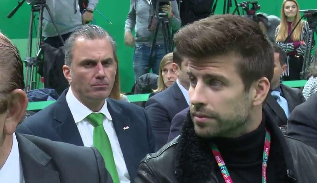 La mirada de Javier Ortega Smith a Gerard Piqué en la presentación de la Copa Davis en Madrid