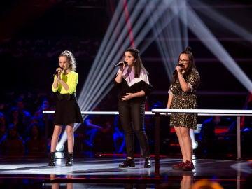 Alicia Pétina, Ana Escudero y Lucía Souto cantan 'Out here on my own' en las Batallas de 'La Voz Kids'