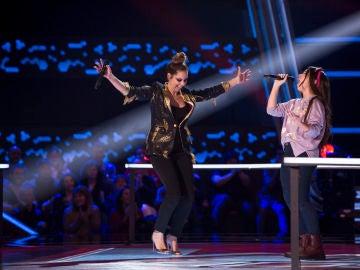 Laura Muñoz y Pastora Soler cantan 'Quédate conmigo' en las Batallas de 'La Voz Kids'