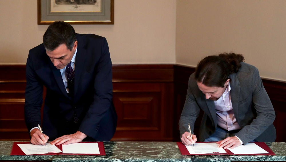 Pedro Sánchez y Pablo Iglesias firman el acuerdo